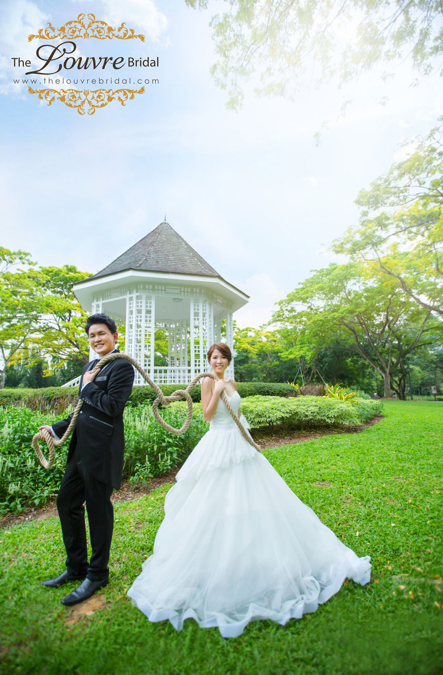 The-Louvre-Bridal-Singapore_Pre-Wedding-Photography-Fun-Loving-theme2